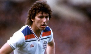 Bryan-Robson-playing-for--001