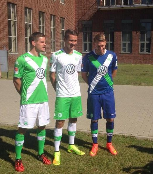VFL-Wolfsburg-Trikot-14-15