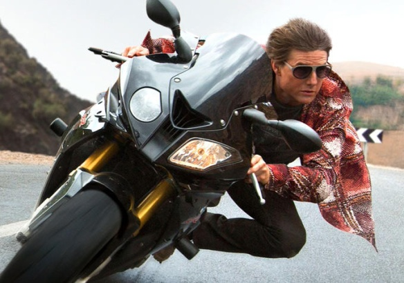 sunglasses-motorbike-Tom-Cruise-Mission-Impossible-Rogue-Nation-2